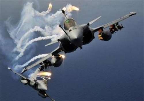 """عاجل : طيران التحالف يشن سلسلة غارات على مواقع ميليشيات الحوثي بصنعاء """"الاماكن المستهدفة"""""""