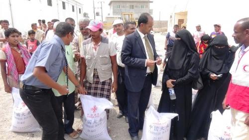 تدشين حملة اللجنة العليا للإغاثة لنازحي تهامة بمحافظة لحج