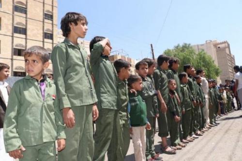 مليشيا الحوثي تجبر طلاب المدارس والموظفين على المشاركة في تشييع الصماد