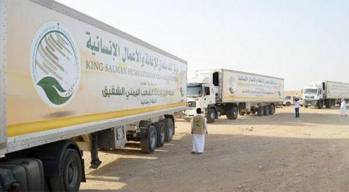 وصول 10 شاحنات إغاثة الى مدينة المكلا مقدمة من مركز الملك سلمان