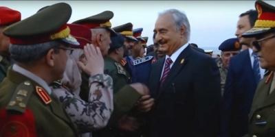 من هي الضابطة الليبية الوحيدة التي استقبلت حفتر؟