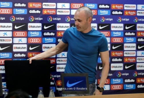 رحيل إنييستا ينسف خطة إدارة برشلونة