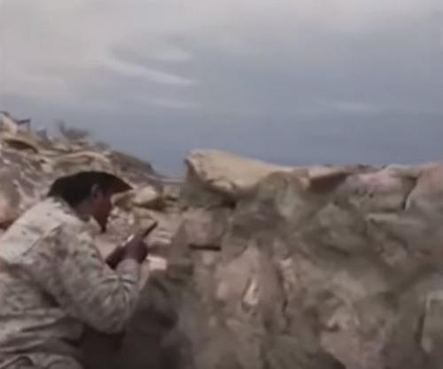 القوات السعودية تنفذ عمليات عسكرية قبالة الشريط الحدودي وتكبد الحوثيين خسائر فادحة (فيديو)