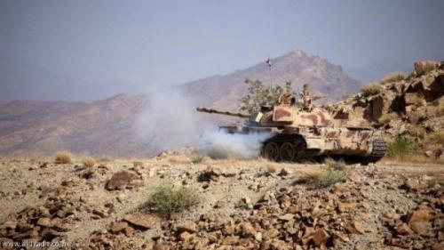 قصف مدفعي يدك مواقع المليشيا الحوثية بكتاف صعدة