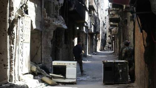 مخيم اليرموك بسوريا يئن.. ومصير اللاجئين مجهول