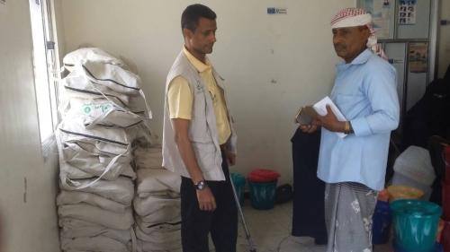 """(وديان) توزع حقائب صحية ل """" 350 """" أسرة في مديريتي المقاطرة والمسيمير"""