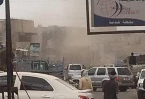 قتلى وجرحى من المدنيين بقصف صاروخي للحوثيين على أحد المطاعم في سوق قانية