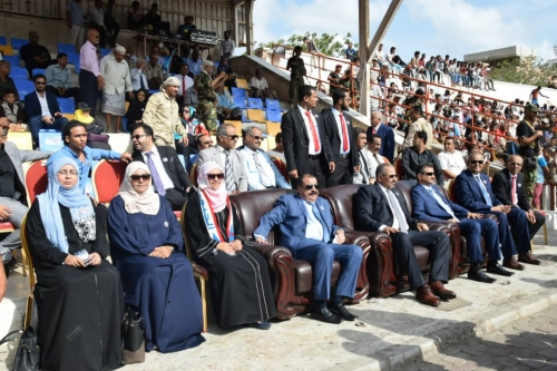 الرئيس الزبيدي يشهد المهرجان الكرنفالي الكبير احتفالاً بذكرى إعلان عدن التاريخي