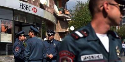 ضابط شرطة يسطو على بنك ويقتل شخصين