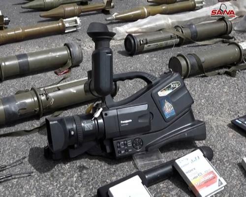 """الجيش السوري يعثر على مركز إعلامي تابع لقناة """"الجزيرة"""" القطرية في مقر الإرهابيين في الغوطة (صور)"""