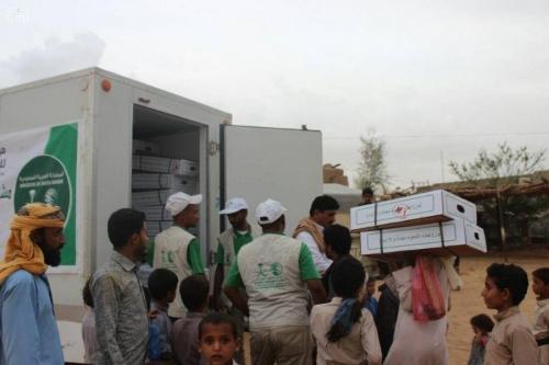 مركز الملك سلمان للإغاثة يواصل توزيع اللحوم المجمدة للأسر الأكثر احتياجًا في محافظتي الجوف ومأرب