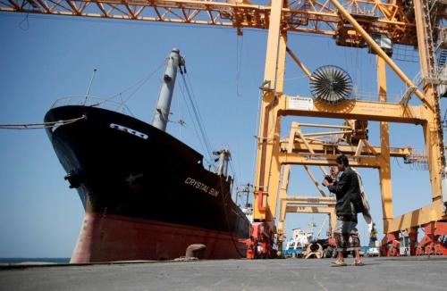 ميليشيا الحوثي تهدد بتفجير 19 سفينة تحمل 200 ألف طن من الوقود في ميناء الحديدة