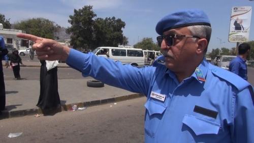 مدير شرطة مرور عدن يشارك فعاليات أسبوع المرور العربي بنزول ميداني الى مديريتي خور مكسر والمنصورة .