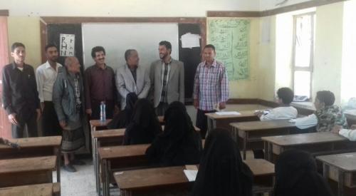 """مدير عام الشعيب يتفقد سير الامتحانات بمدرسة الشهيد الحازمي """" لنجود """" وعدد من مدارس المديرية"""