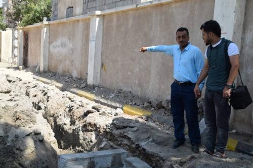 """""""الجعدني"""" يتفقد أعمال ترميم خطوط الصرف الصحي في المديرية"""