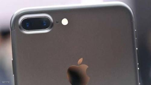 """""""أبل"""" تخطط لإطلاق هاتف جديد بثلاث كاميرات"""