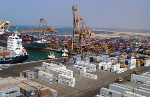 ميناء الحديدة.. رئة اليمنيين التي تحولت لمنفذ تسليح إيراني