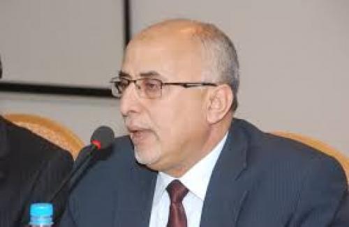 وزير في الشرعية يدعو إلى تنظيم العمل الاغاثي باليمن ويحذر من كارثة