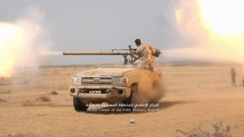 قائد عسكري: قوات الشرعية تركز حالياً على تحرير الحديدة ومينائها الاستراتيجي