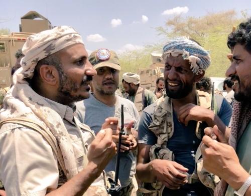 قوات طارق صالح وألوية العمالقة تواصل التقدم للإلتحام بجبهة الضباب