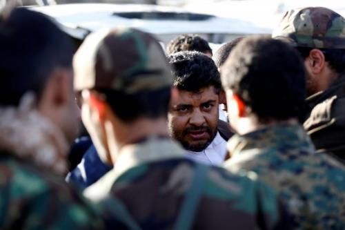 صحيفة دولية : ضغوط الميدان تدفع الحوثي للمناورة السياسية