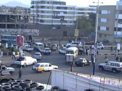 شهيد وجريح في كمين مسلح استهدف طقما عسكريا شمال عدن