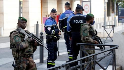 قتيل و8 جرحى بحادثة طعن في باريس