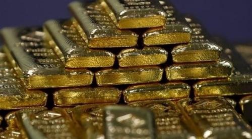 الذهب يسجل أول المكاسب في 4 أسابيع مع تراجع الدولار
