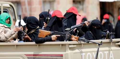 عائلات قيادات حوثية تغادر اليمن إلى سلطنة عُمان
