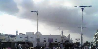المحضار يفتح مظاريف مناقصتي رصف طريق الممدارة وصيانة إنارة شوارع الشيخ عثمان