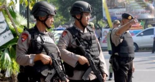 مقتل شرطي وأربعة مسلحين في هجوم على مركز للشرطة في إندونيسيا