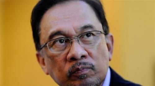 ملك ماليزيا يصدر عفواً شاملاً عن الزعيم السياسي المعارض أنور إبراهيم