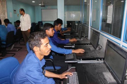 """مركز بحوث حضرموت بجامعة الأحقاف يختتم برنامج """" ic3 """" لطلاب مؤسسة نهد التنموية"""