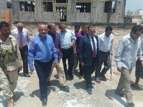 رئيس جامعة عدن يزور مشروع سكن الطالب الجامعي لأبناء المحولة بالعاصمة عدن