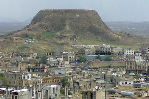 """مقتل مواطن في استهداف الحوثيين لباص كان على متنه مسافرين بـ""""دمت"""""""