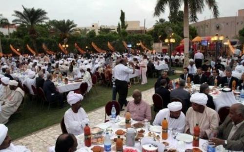 أول زعيم عربي يلغي إفطار الرئاسة في رمضان