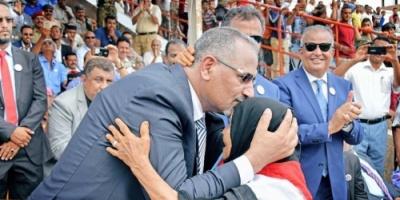 صورة الزبيدي تمنع مواطن في عدن من زيارة أهله