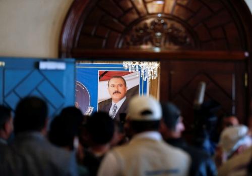 صحيفة دولية تكشف أسباب تجميد حزب المؤتمر الشراكة مع الحوثيين في صنعاء