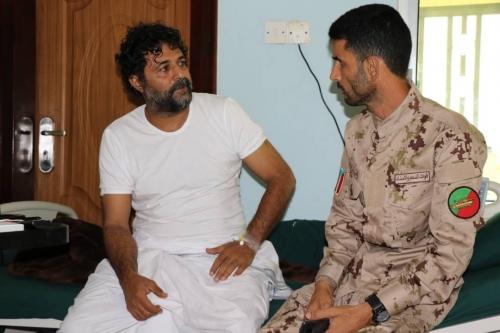العميد أبو اليمامة يطمئن على صحة القائد أبو همام اليافعي