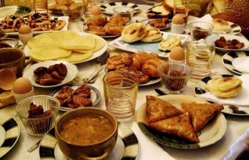 عادات غذائية خاطئة في رمضان عليك تصحيحها