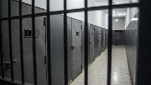 إسرائيل تقمع الأسرى بسجونها إثر احتجاجات على استشهاد زميلهم