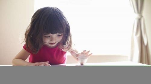 حجب الإنترنت عن الأطفال انتهاك قد يعيق تطورهم الاجتماعي!