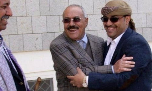 """القيادي المؤتمري المقرب من """"صالح"""" ياسر العواضي يغادر اليمن في رحلة سفر يكتنفها الغموض"""