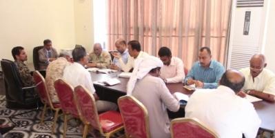 """مناقشة الاستعدادات لمواجهة مخاطر لإعصار """"مكونو"""" في حضرموت"""