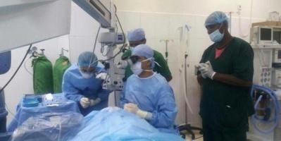بدعم إماراتي.. المخيم الطبي للعيون بسقطرى يواصل عمله في شهر رمضان المبارك