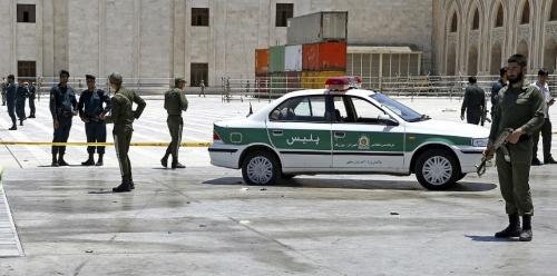 مقتل اثنين من رجال الأمن الإيراني بهجوم مسلح على منزلهما