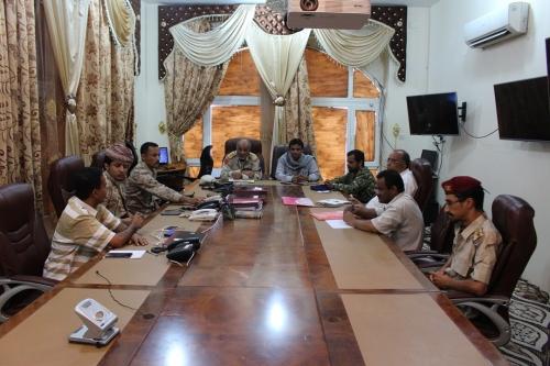 لجنة حصر أضرار المنخفض الجوي (ساجار) تعقد اجتماعاً لها بالمكلا