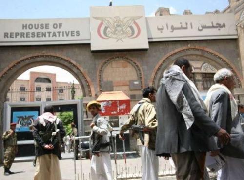 الحوثيون يحتجزون باقي البرلمانيين بعد فرار عشرة منهم وانضمامهم للشرعية