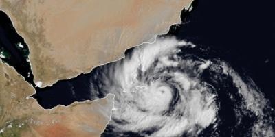 المركز الإماراتي للأرصاد:  الإعصار «مكونو» يتحول إلى «الفئة الثانية» اليوم وتأثيره ينحسر الأحد