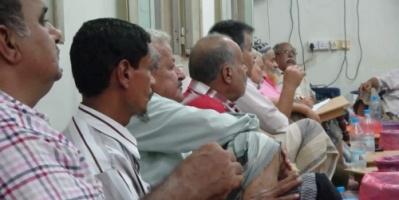 ضباط مسرحون ..  بن دغر يرفض تنفيذ قرارات الرئيس هادي (صور  و فيديو)